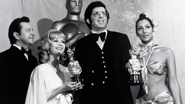 cheroscars1 Chers Dazzling Oscar Fashion Past