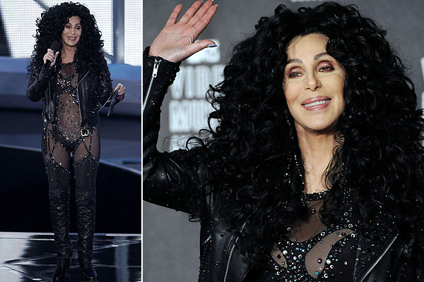 chervmaawards Cher presents award to Lady Gaga at 2010 VMA Awards