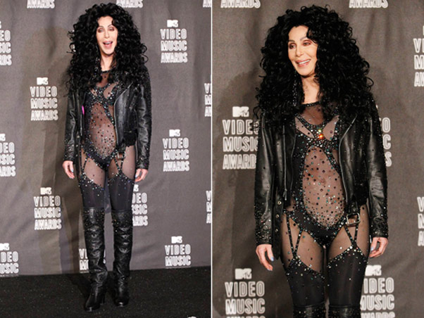 chervmaawards1 Cher presents award to Lady Gaga at 2010 VMA Awards