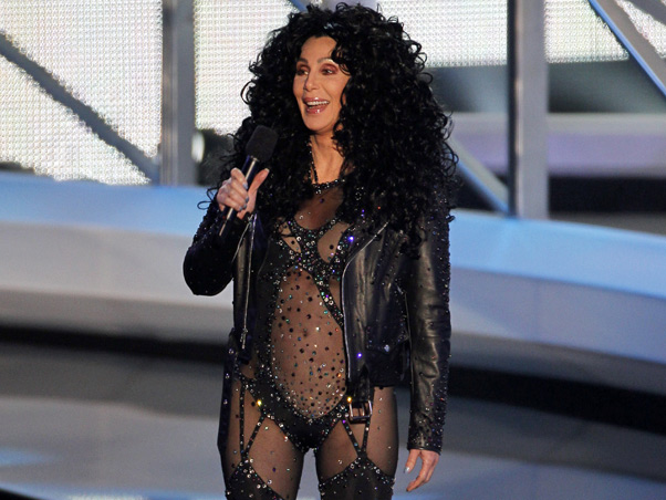 chervmasawards2 Cher presents award to Lady Gaga at 2010 VMA Awards